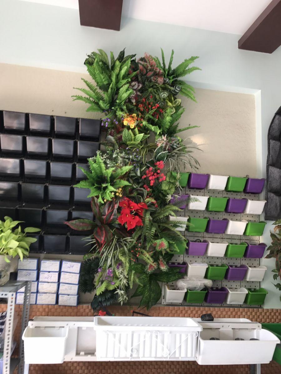 thiết kế vườn tường cây giả