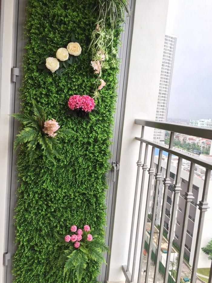 Ban công nhà đẹp hơn bao giờ hết bởi modul vườn tường đứng Quang Anh HCM!