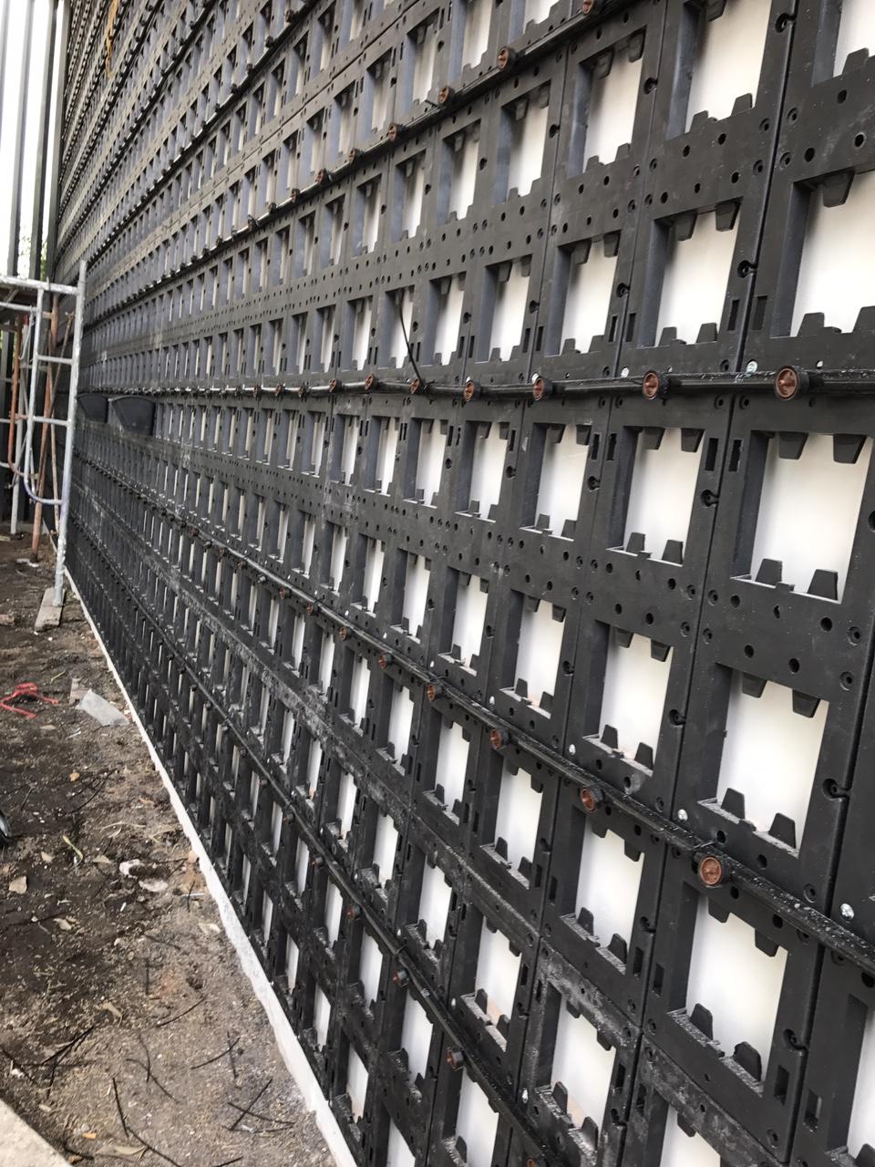 Thi công phần thô với modul vườn treo tường